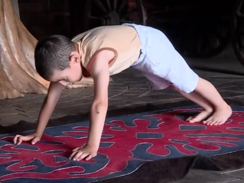 Video : 6 साल के लड़के ने किए 3270 पुश-अप्स, ईनाम में मिला आलीशान अपार्टमेंट