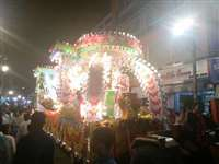 मनमोहक झांकियों से रोशन हुई इंदौर की सड़कें