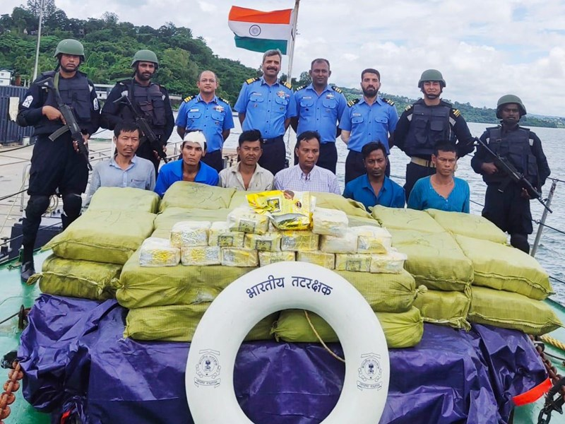 Indian Coast Guard को बड़ी सफलता, 300 करोड़ की नशीली ड्रग की खेप पकड़ी