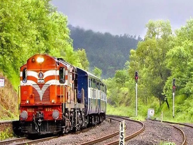 Cyclone Fani : छत्तीसगढ़ से गुजरने वाली 9 ट्रेन रद्द, इन दो ट्रेनों के मार्ग बदले