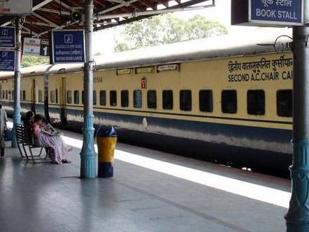 Indian Railway : ट्रेनों में नहीं होगी पानी की किल्लत, रेलवे लगाएगा क्विक वॉटरिंग सिस्टम