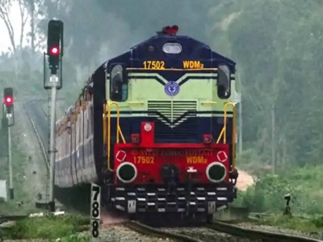 ट्रेनों की 90 प्रतिशत से ज्यादा सीटें बुक हुईं तो रेलवे सेना के लिए बढ़ाएगा कोटा