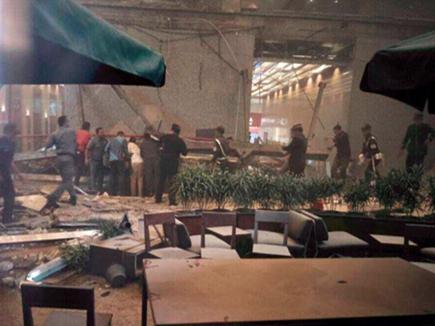 इंडोनेशिया स्टॉक एक्सचेंज बिल्डिंग का एक फ्लोर गिरने से कई घायल