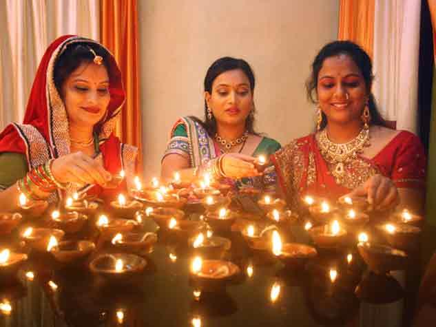 लक्ष्मी पूजन के पहले छाया दीप पर्व का उल्लास