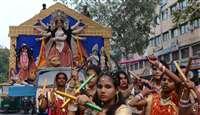 इंदौर में नवरात्र का उत्साह, घट स्थापना में उमड़े लोग