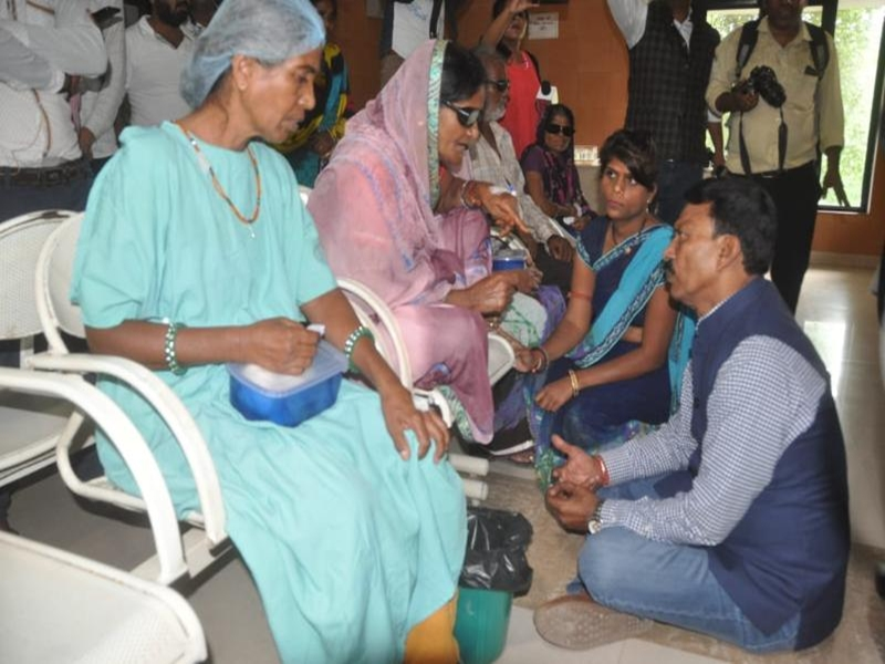 Indore Eye Hospital Operation : जिला अंधत्व निवारण अधिकारी निलंबित, तीन मरीजों को चेन्नई भेजेंगे
