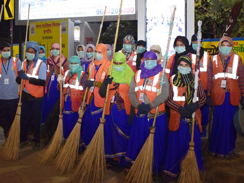 Clean City Indore : इंदौर में महिला सफाईकर्मी पहनेंगी एयर होस्टेस जैसी साड़ी