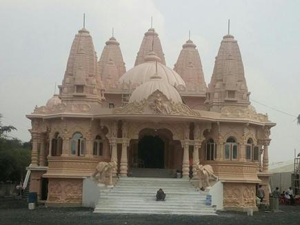 इंदौर में 20 करोड़ की लागत से बना मंदिर, स्वर्ण सिंहासन पर विराजेंगे स्वामी नारायण