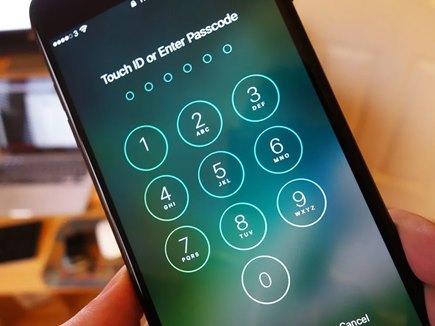 देरी से खुला iPhone का लॉक, ग्राहक ने Apple पर ठोका मुकदमा