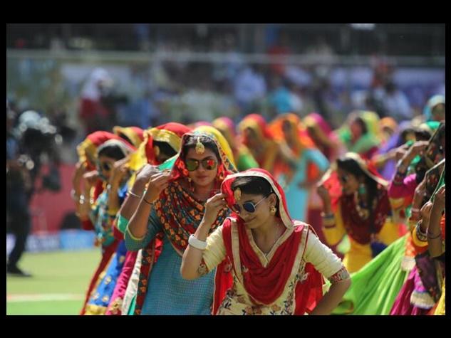 IPL 2017: देखें इंदौर मैच की ओपनिंग सेरेमनी की रंगारंग तस्वीरें