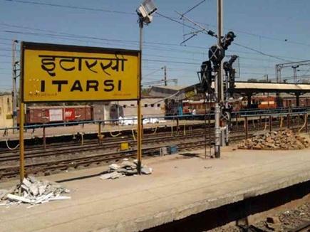 इटारसी स्टेशन पर बड़ा हादसा टला, 50 मीटर तक चली गई मालगाड़ी