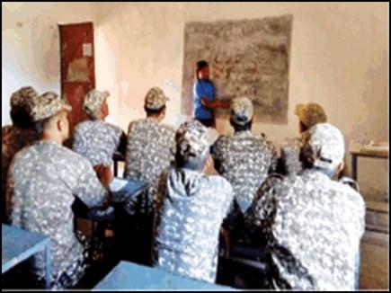 VIDEO Chhattisgarh: नक्सली इलाकों में बच्चों से ये खास बोली सीख रहे जवान