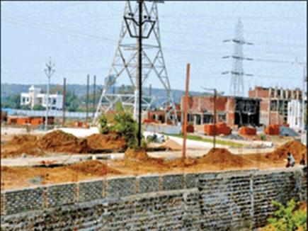 Jabalpur News: रेलवे की जमीन पर बिल्डर ने बना दी बाउंड्रीवॉल, इंजीनियर पहुंचे तो चौंके