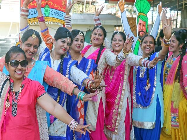जैन समाज के आयोजन में बिखरे पंजाबी संस्कृति के रंग