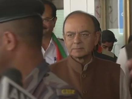 गुजरात पहुंचे भाजपा पर्यवेक्षक, विधायक दल की बैठक में तय होगा CM का नाम