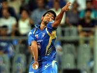 अजीब एक्शन के कारण बन गए क्रिकेट में हीरो!