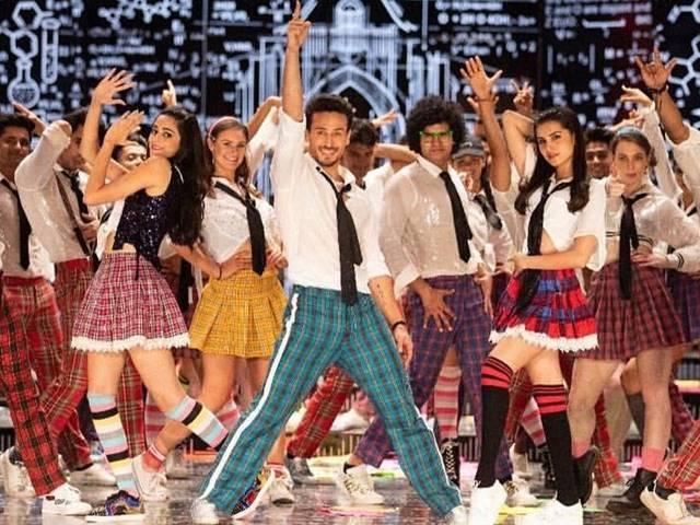 SOTY2 First Song Out : 'ये जवानी है दीवानी' के रीमिक्स पर जमकर नाचे टाइगर