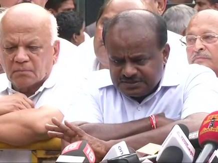 कर्नाटक : राज्यपाल से मिलकर जेडीएस-कांग्रेस ने किया सरकार बनाने का दावा पेश