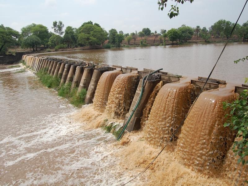 Rain in Madhya Pradesh : आंधी-बारिश से दो की मौत, धार में घरों में घुसा पानी, नाव से लोगों को निकाला