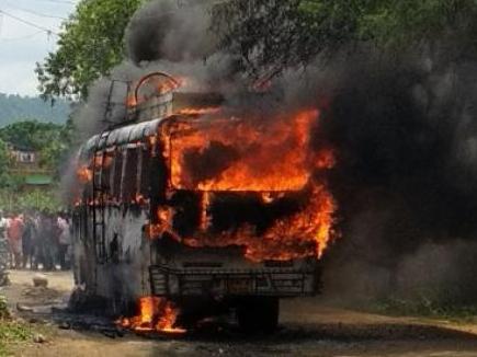 झारखंड में चलती बस में लगी आग, कई यात्रियों के जिंदा जलने की आशंका