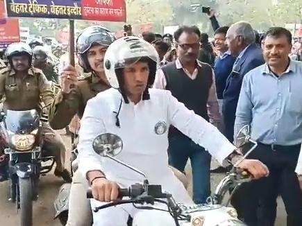Indore News: बुलेट राजा बने मंत्री पटवारी, दिया सड़क सुरक्षा सप्ताह का संदेश