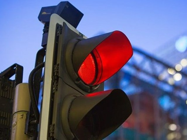 बार-बार रेड लाइट जंप की, ट्रैफिक पुलिस ने घोषित किया आदतन अपराधी
