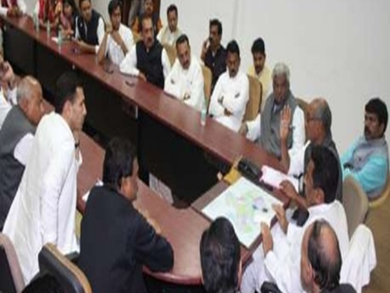 Kamal Nath Cabinet Meeting : राज्य में आर्थिक रूप से कमजोर वर्ग के लोगों को नौकरी और शिक्षा में मिलेगा 10 प्रतिशत आरक्षण