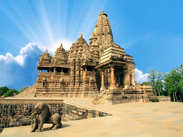 आस्था की हैरतअंगेज मिसाल, जानें क्या खास है इन मंदिरों में