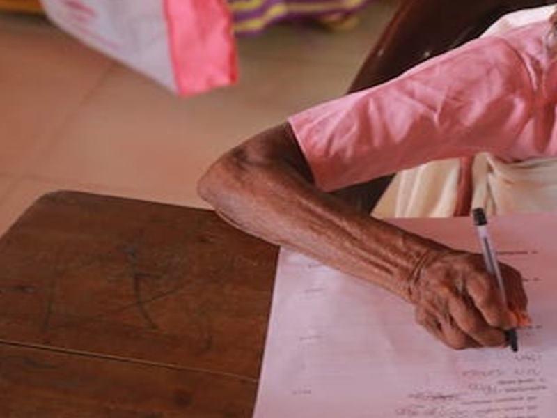 इसे कहते हैं असली जज्बा, 82 की उम्र में ये शख्स दे रहा है BA  द्वितीय वर्ष की परीक्षा