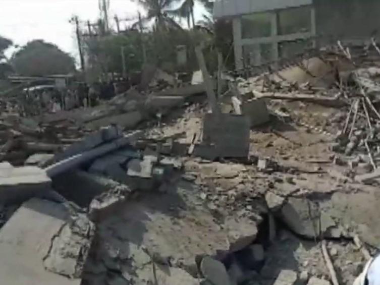 कर्नाटक में हादसा : धारवाड़ में निर्माणाधीन भवन गिरा, 1 की मौत, 6 घायल, रेस्क्यू ऑपरेशन जारी