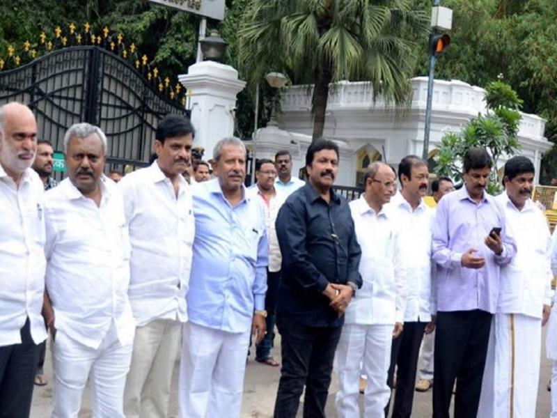 Karnataka Crisis: 16 जुलाई तक जारी रहेगा कर्नाटक का नाटक, जानिए पूरा घटनाक्रम