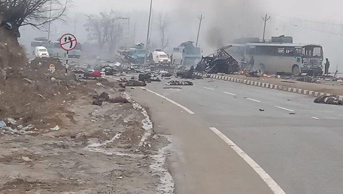 Pulwama Terror Attack: जम्मू कश्मीर हाइवे पर बड़ा आतंकी हमला, 44 जवान शहीद