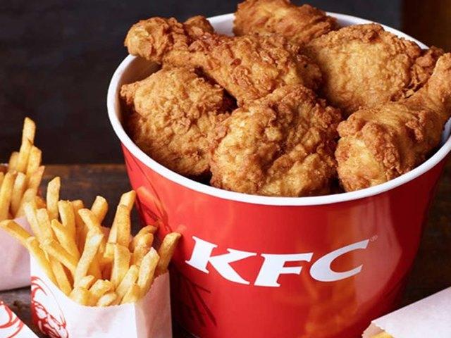 खुद को फूड इंस्पेक्टर बताने वाले स्टूडेंट ने KFC में पूरे साल मुफ्त खाया खाना, सोशल मीडिया में हो रही चर्चा