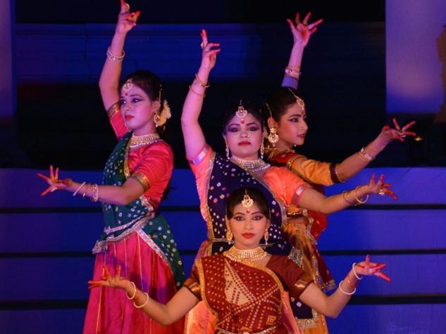 खजुराहो नृत्योत्सव में कथक, भरत नाट्यम के भावों व रागों से खूबसूरत हुई शाम