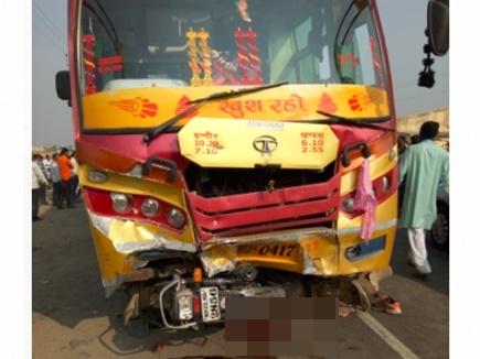 Khandwa Accident: बस ने दो बाइक सवारों को कुचला, 3 की मौत, देखें हादसे का VIDEO