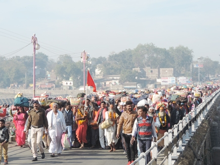 आस्था का सैलाब, 5 दिनों में 75 किमी का सफर तय करेंगे 5 हजार पदयात्री