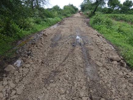 बच्चों के लिए तीन दिन में बना दी डेढ़ किमी लंबी सड़क