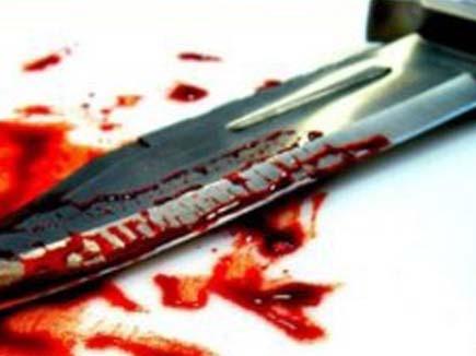 प्रेमी ने प्रेमिका को चाकू मारने के बाद खुद का गला काटा