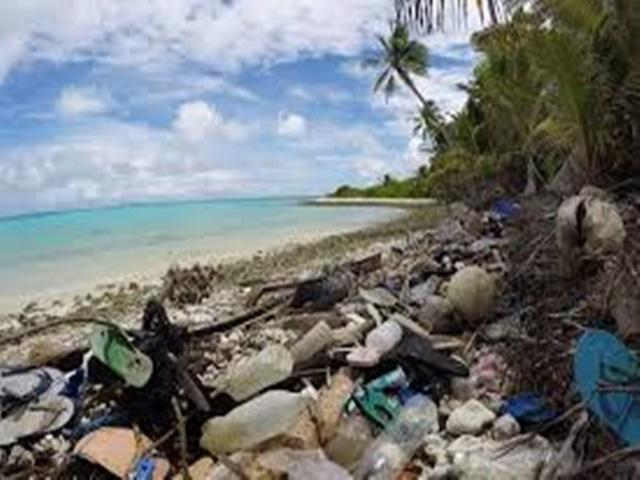 कोको आइलैंड के तट पर मिले दस लाख जूते और तीन लाख 70 हजार टूथब्रश