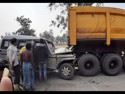 कोरबा में दो सड़क हादसे, बोलेरो घुसी ट्रेलर में, कोयले से भरी गाड़ी पलटी