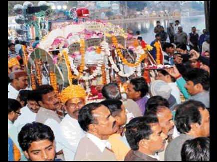 यहां लालबत्ती में सवार होकर शहर में घूमे भगवान भोलेनाथ