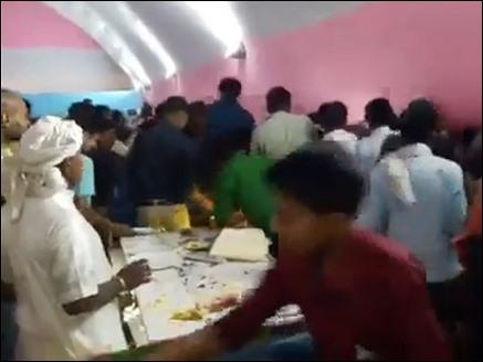 Image result for तेजप्रताप की शादी में खाने लूट