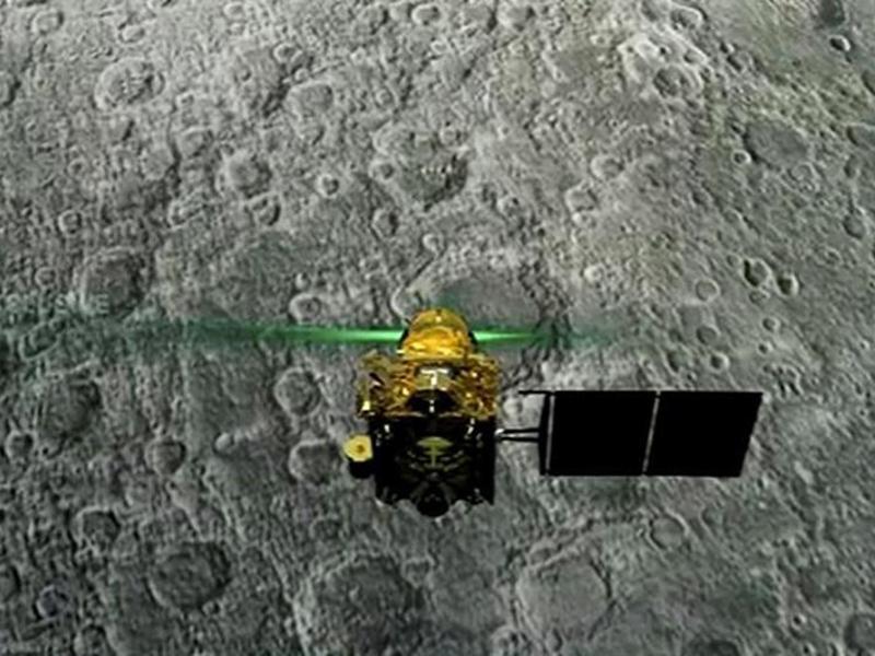 Chandrayaan 2 : इसरो के लिए अच्छी खबर, चांद पर सही-सलामत है विक्रम, संपर्क की कोशिश जारी