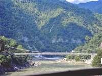 त्रेतायुग में रस्सियों के सहारे लक्ष्मण जी ने किया था यह पुल पार