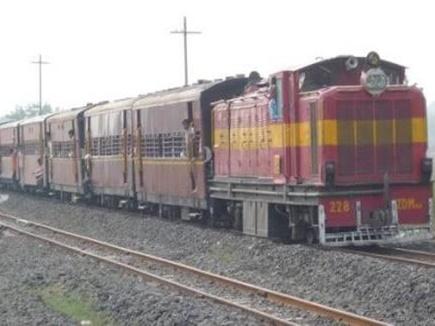नशे की हालत में गार्ड ने दौड़ा दी ट्रेन, यात्रियों की जान से खिलवाड़