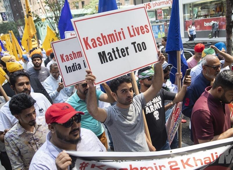Article 370 : लंदन में स्वतंत्रता दिवस मना रहे भारतीयों पर पाक ने कराया हमला