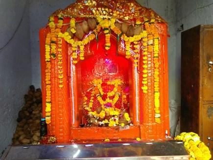 आशादेवी धाम : नवरात्र में दर्शन के लिए लगता है भक्तों का तांता
