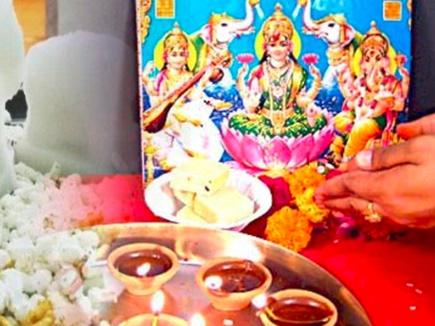 इन पांच चीजों के भोग के बिना अधूरी होती है मां लक्ष्मी की पूजा