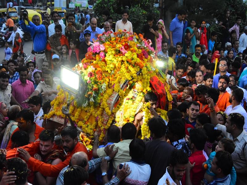 Ujjain News : नए शहर पधारे भगवान महाकाल, भक्तों ने फूलों से किया स्वागत