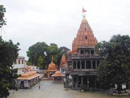 महाकाल मंदिर के बाहर 200 दुकानदारों व कर्मचारियों के भरवाएं बांड